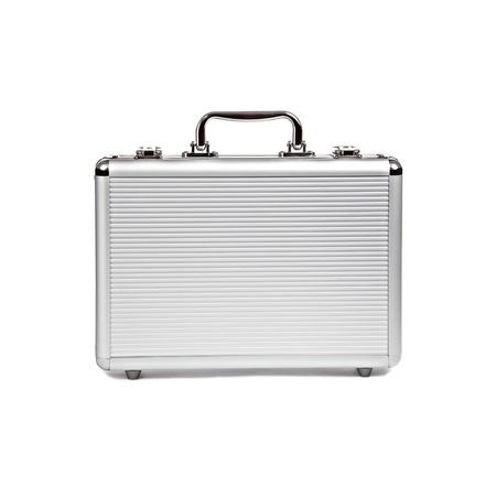 Metallic Koffer auf weißem Hintergrund