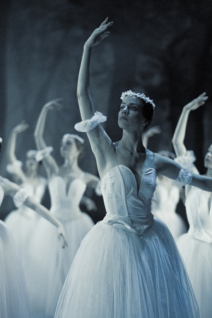 프라하, 체코 공화국 - 월 6 일 : 프라하 상태 오페라 발레 앙상블은 프라하에서 2011 년 4 월 6 일에 지 젤의 전통적인 버전을 선물 에디토리얼