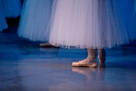 pies bailando: los bailarines de ballet en zapatillas