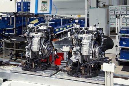 maquinaria: la fabricaci�n de piezas para el motor de coche Foto de archivo