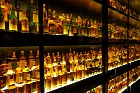 Edinburgh, Schotland - JULI 10: Diageo Claive Vidiz collectie, de grootste Scotch Whisky collectie ter wereld op 10 juli 2012 in Edinburgh, Schotland, Verenigd Koninkrijk Redactioneel