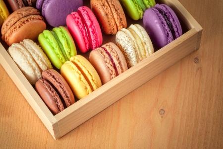 traditionele franse kleurrijke macarons in een doos Stockfoto