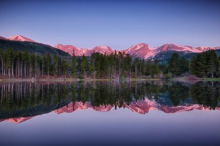 rocky mountain national park: sunrise at Sprague lake, Rocky Mountain National Park, Colorado, USA Stock Photo