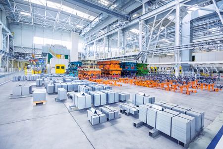 maquinaria: líneas de estampado en una fábrica de automóviles
