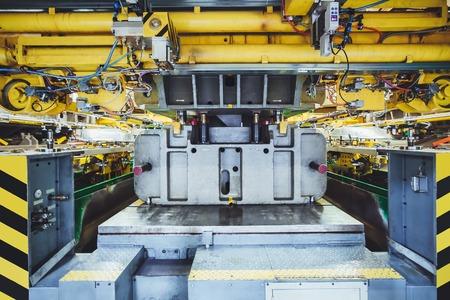 herramientas de mecánica: prensa hidráulica en la fabricación de automóviles Foto de archivo