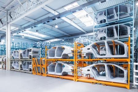 Peças de reposição em uma fábrica de automóveis