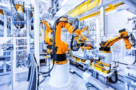 自動車工場のロボットアーム