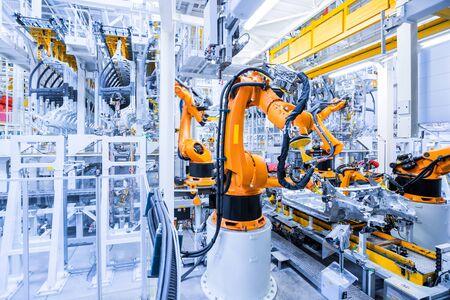 bras robotisés dans une usine automobile Banque d'images