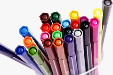 marcador: muchas plumas de colores, fondo, primer plano