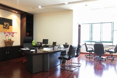 cuadro sinoptico: el primer plano de la oficina de la ciudad moderna Editorial