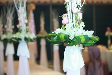 church flower: Fiori matrimonio sulla tavola Archivio Fotografico