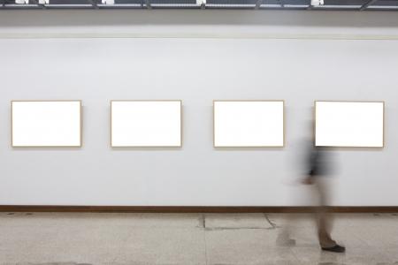 gallerie: empty frames in museum