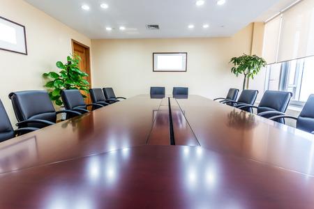 sala de reuniones: Sala de reuniones de negocios en el cargo