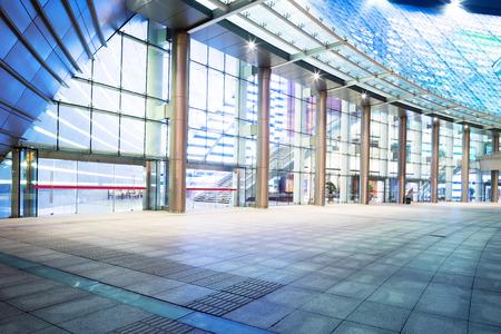 fachada: moderno edificio de oficinas exteriores
