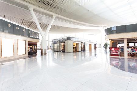plaza comercial: interior moderno centro comercial Editorial