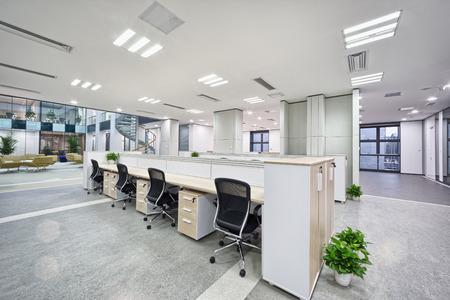 bureau design: int�rieur moderne de salle de bureau �ditoriale