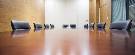 현대적인 사무실 회의실 내부