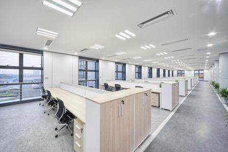 an office work: moderna oficina de Interior  Editorial