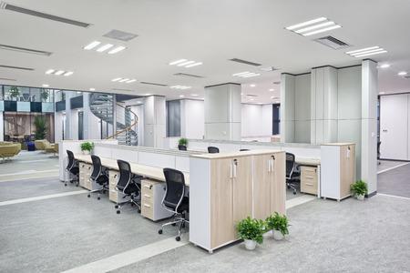 ufficio aziendale: moderno ufficio Interni