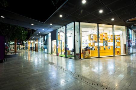 ショッピング モールの店舗 報道画像