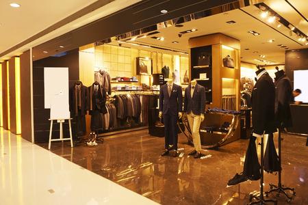 tienda de zapatos: moderno escaparate de tienda de moda y escaparate