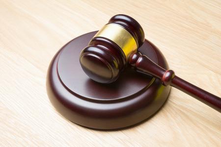 juge marteau: juge marteau sur la table