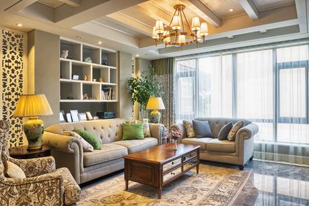 Luxus Wohnzimmer Innenraum und Dekoration Standard-Bild - 42073919