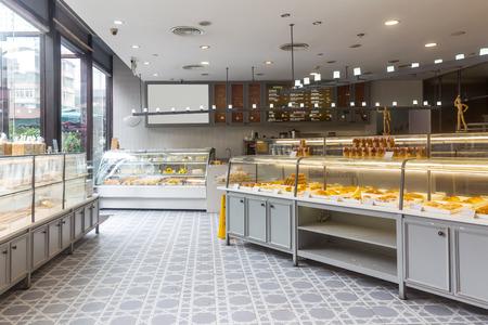 현대 빵집의 인테리어