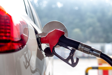 Pistola de gasolina con coche