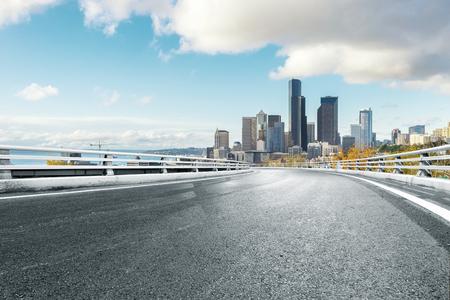 empty asphalt road with cityscape of los angeles Standard-Bild