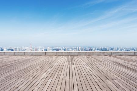 empty wooden floor and cityscape of tokyo in blue cloud sky Foto de archivo