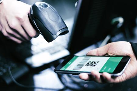 QR-code betaling, online winkelen, cashless technologieconcept