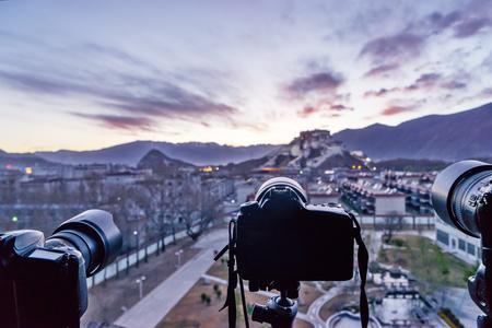 l'edificio nel bagliore dell'alba, Lhasa, in Tibet Archivio Fotografico