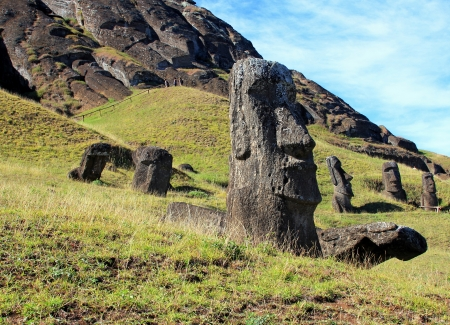 moai: Moai en la cantera, Isla de Pascua, Chile Foto de archivo