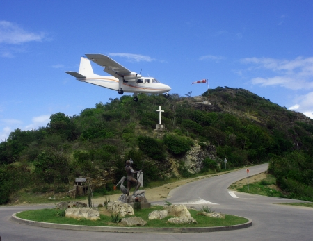 collectivity: Risky plane landing at St  Barth airport, French West Indies, Caribbean Stock Photo