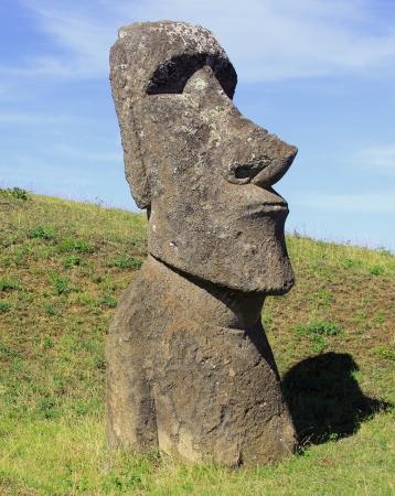 Moai standbeeld op Paaseiland, Chili Stockfoto - 15856011