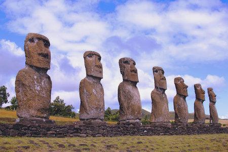moai: Siete moai plataforma, Isla de Pascua, Chile Editorial