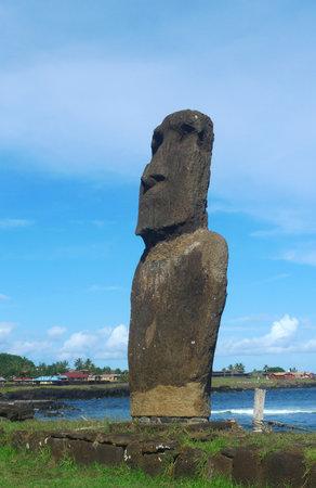 rapa: Moai at the beach, Eastern Island, Chile