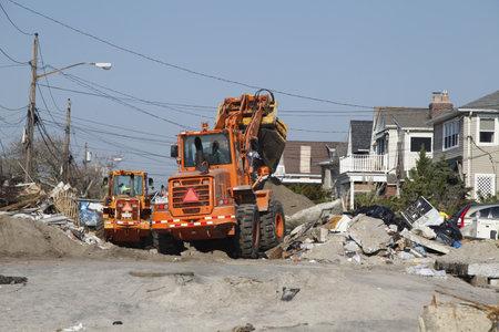 messze: FAR ROCKAWAY, NY - november 11: New York Közegészségügyi Osztály kezdődik tisztítsák meg a utóhatásaként Sandy hurrikán a November11, 2012-ben Far Rockaway, NY
