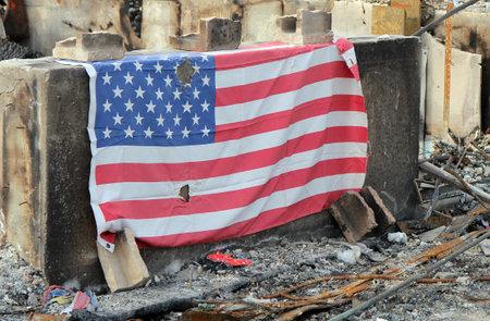Breezy Point, NY - 20 de noviembre: casa quemada en las consecuencias del hurac�n de arena el 20 de noviembre de 2012 en Breezy Point, NY. M�s de 80 casas fueron destruidas en fuera-de-control de seis alarmas incendio.