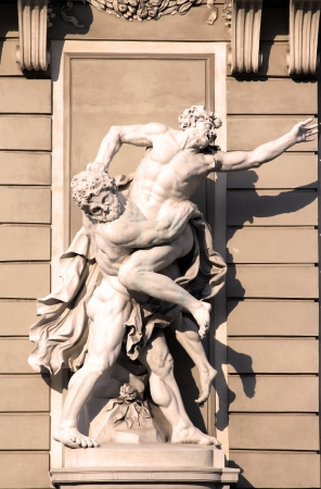 Hercules statue in the southern entrance of Hofburg palace in Vienna, Austria 新闻类图片