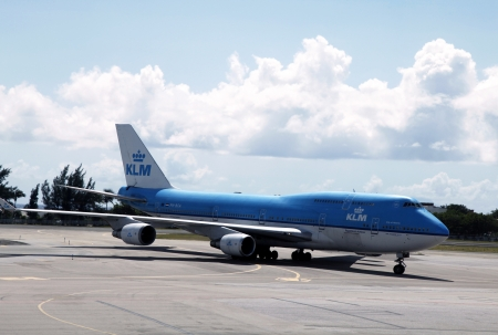 SINT MAARTEN,NETHERLANDS  ANTILLES - NOVEMBER 10: KLM Boeing 747 plane arrived to Princess Juliana International Airport on November 10, 2012 at  Sint Maarten, Netherlands Antilles  Stock Photo - 17249507