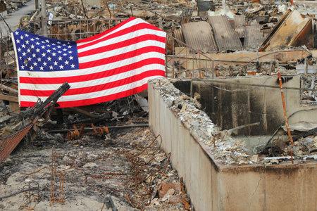 Breezy Point, NY - 20 de noviembre: casas quemadas en las consecuencias del hurac�n de arena el 20 de noviembre de 2012 en Breezy Point, NY. M�s de 80 casas fueron destruidas en fuera-de-control de seis alarmas incendio.