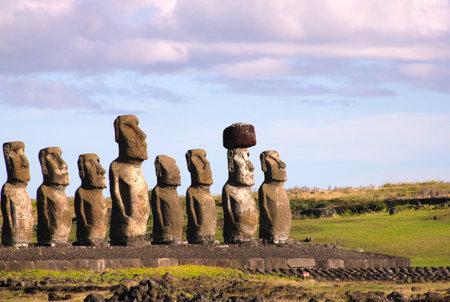 rapa nui: Moai en Ahu Tongariki, Isla de Pascua, Chile