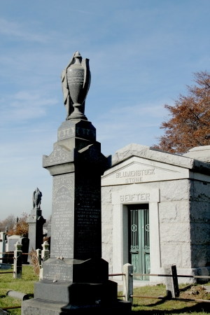 Mausoleum and tombstones at the  Washington Jewish cemetery in Brooklyn, New York Stock Photo - 18306318