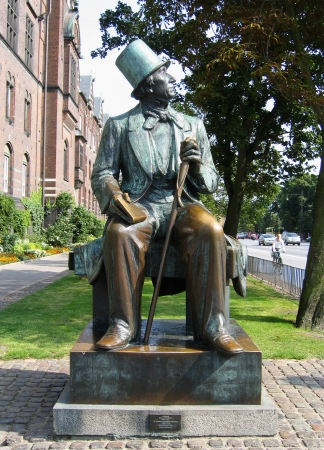 hans: COPENHAGEN, DENMARK - AUGUST 3: Hans Christian Andersen statue in Copenhagen on August 3, 2005. He was a Danish author and poet  best remembered for his fairy tales Editorial