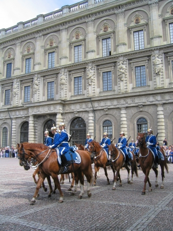 STOCKHOLM, SWEDEN - AUGUST 5: The ceremony of changing the Royal Guard on August 5, 2005. It is the King of Sweden Stock Photo - 19309516