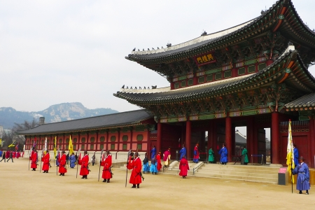 south korea: SEOUL, SOUTH KOREA - JANUARY 22: The ceremony changing of the guards at the Gyeongbokgung Palace complex on January 22, 2009 in Seoul, Korea. The guards wear colorful uniforms in the pageant.