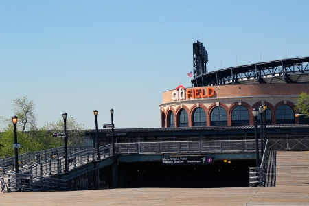 flushing: FLUSHING, NY - MAY 2: Citi Field, home of major league baseball team the New York Mets and Line 7 Subway entrance on May 2, 2013 in Flushing, NY. Editorial