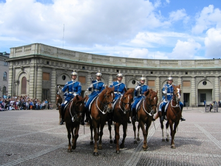 ceremonial clothing: STOCKHOLM, SWEDEN - AUGUST 5: The ceremony of changing the Royal Guard on August 5, 2005. It is the King of Sweden